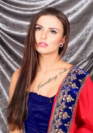 Kate Indian Studs EGRA04327