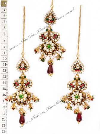 Detailed Kundan Earrings and Tikka IGAK0724