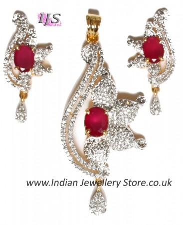 Medium Indian Pendant NGWA10551C